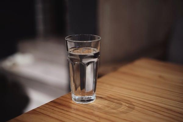 pahar cu apa
